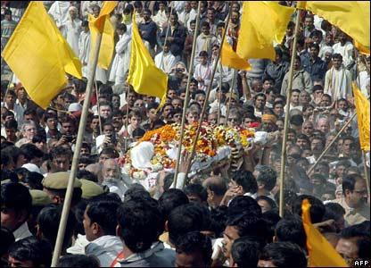 maharishi-funeral-procession