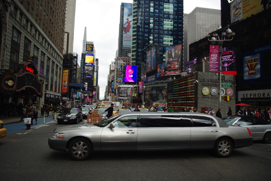 stretch-limo-times-square-new-york-city