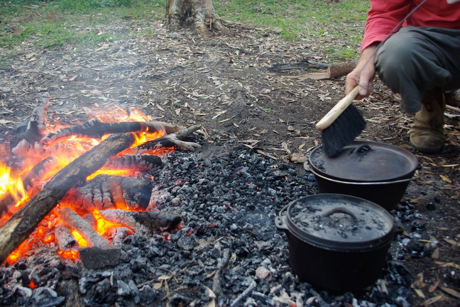 camp-oven-fire