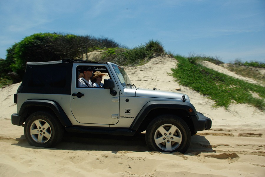 jeep-wrangler-lighthouse-beach
