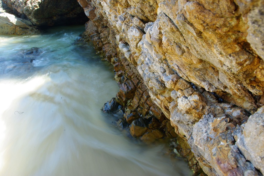 rocks-beach-water-flow