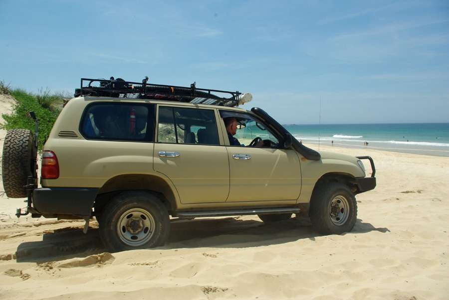 toyota-landcruiser-lighthouse-beach