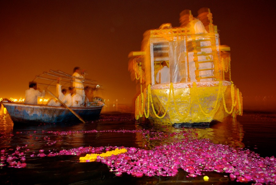 roses-boat-ganges-river-allahabad-india