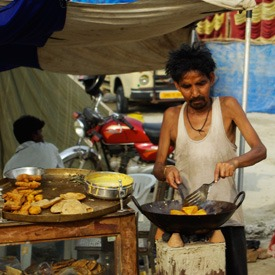 eating-street-food-in-India