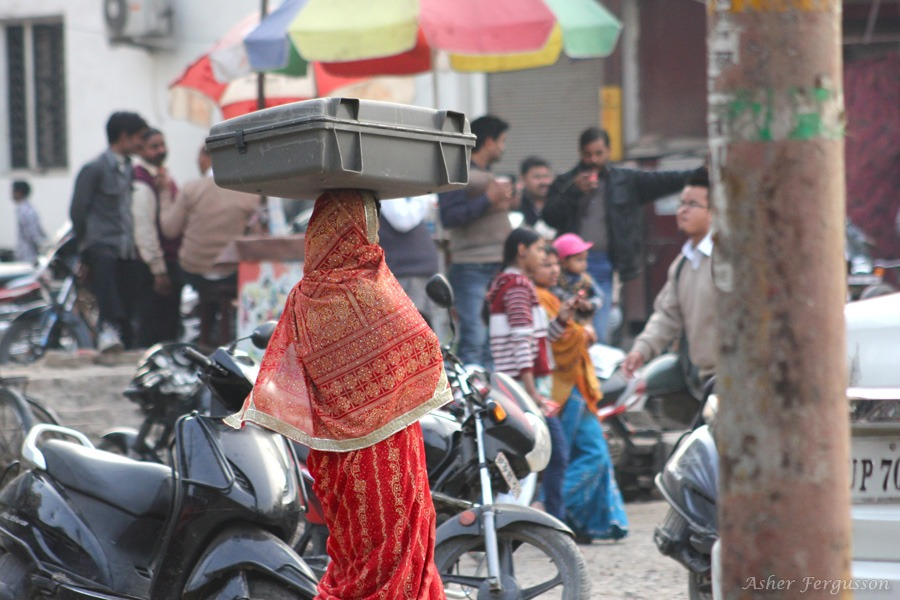 Indian lady carrying 40 pounds on her head