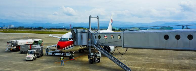 airport-boarding-plane