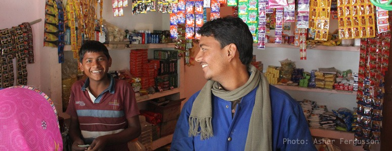 communication-in-India-at-a-shop