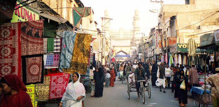 shopping-in-bazaar-india