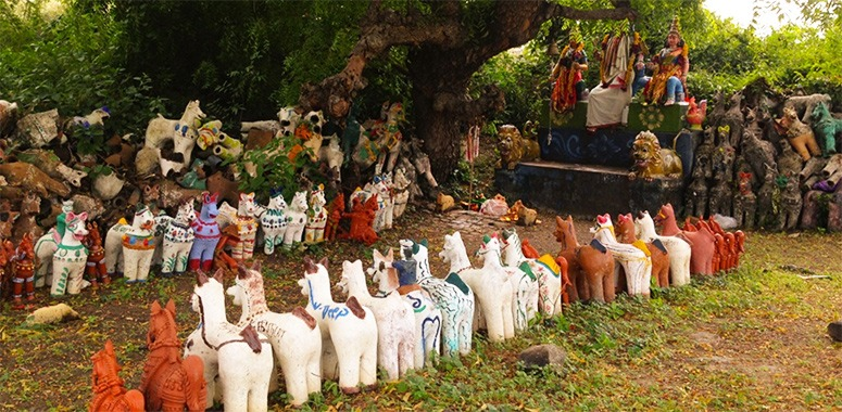 temple-in-india-with-horse-statues