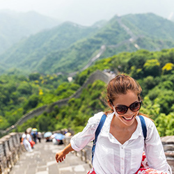 girl-on-great-wall-of-china