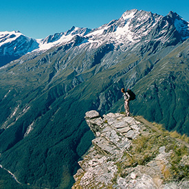 hiking-in-new-zealand-mountains
