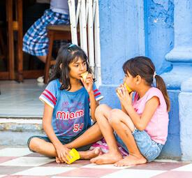 girls eating in nicaragua