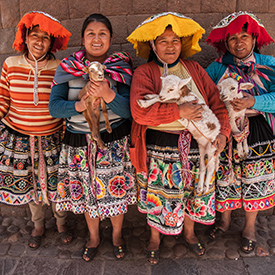 local women at machu picchu