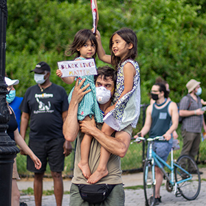 dad and children protesting in brooklyn new york