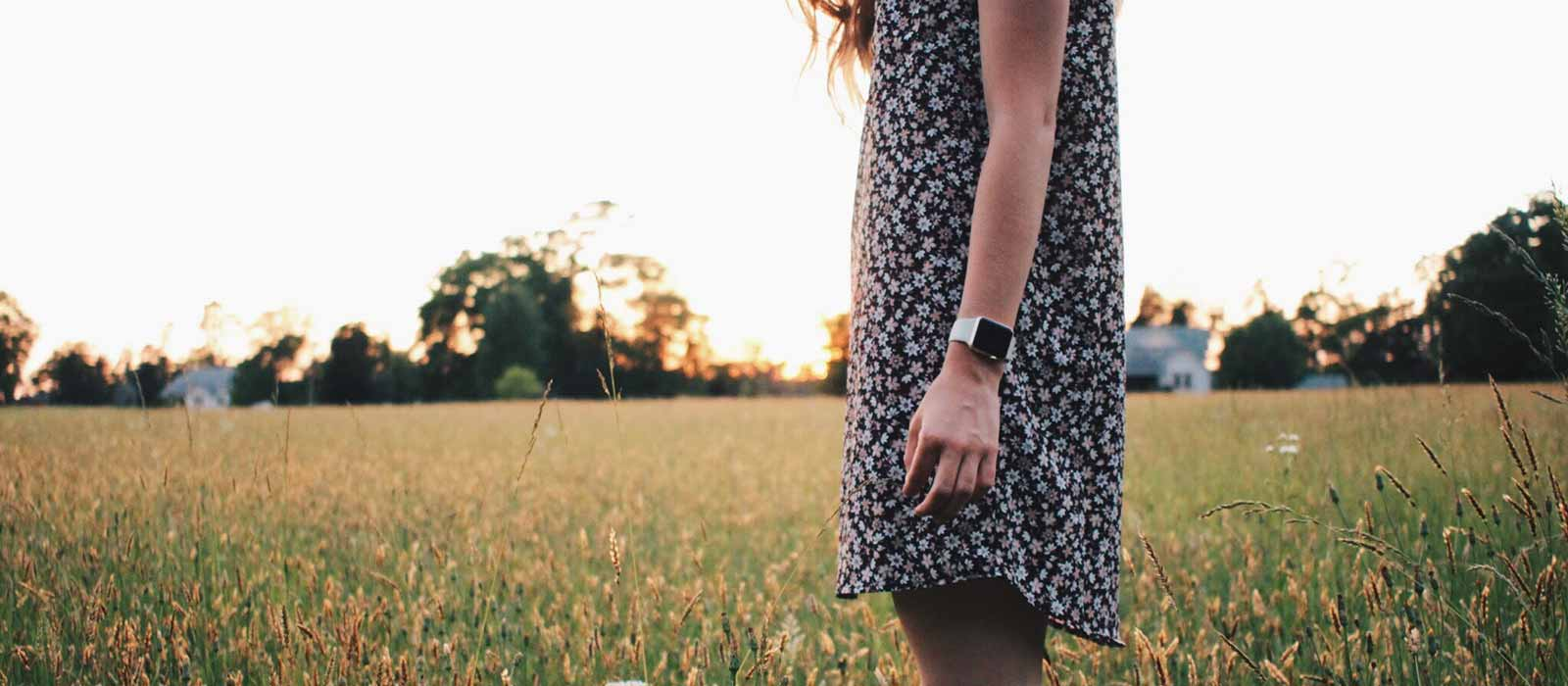 Lady wearing a smartwatch outdoors